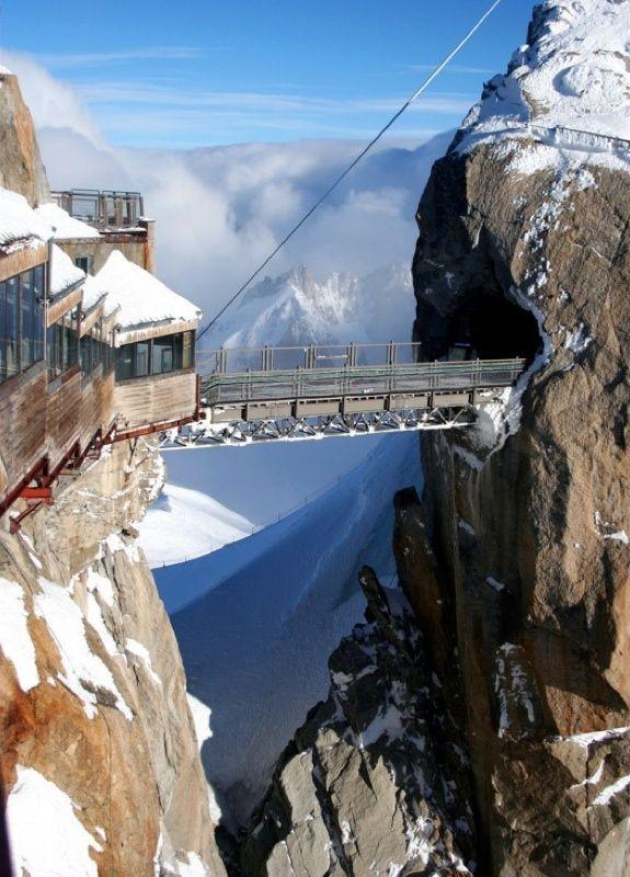 Mont Blanc, Chamonix, Frankreich Übergang von Frankreich nach Italien auf der Spitze Aiguilles de Midi des Mont Blanc