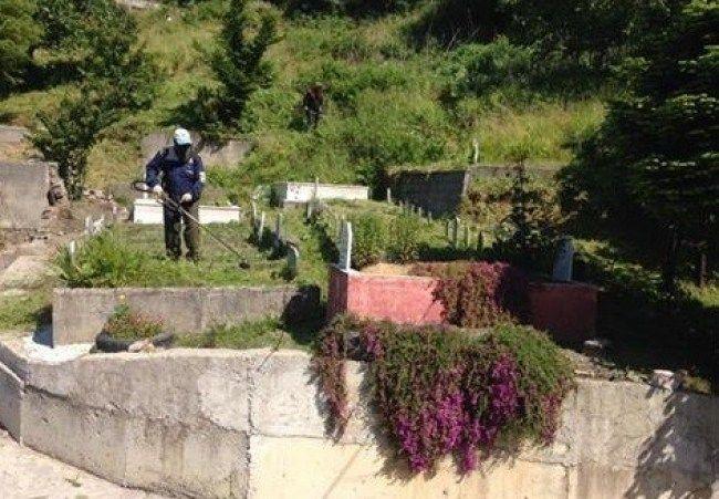 Kozlu'da mezarlıklar temizlendi