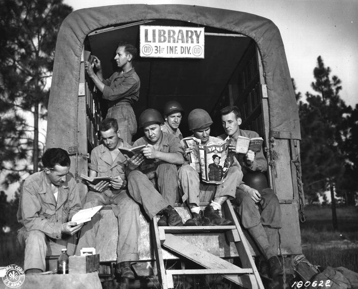 Third Army Louisiana Maneuvers.  The 31st Division's Mobile Library in the maneuver area at Camp Polk, La.  (18 Aug 43) Signal Corps Photo: 165-L2-43-1917  (T/Sgt Wm Murray)