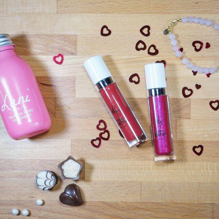 Guten Morgen  #shimmer oder #matte - welchen @und_gretel_cosmetics Lipgloss findet ihr besser?   #lipgloss #undgretel #valentinsbox #PURITYBAG #gutenmorgen #pralinen #rosa #pink #rot