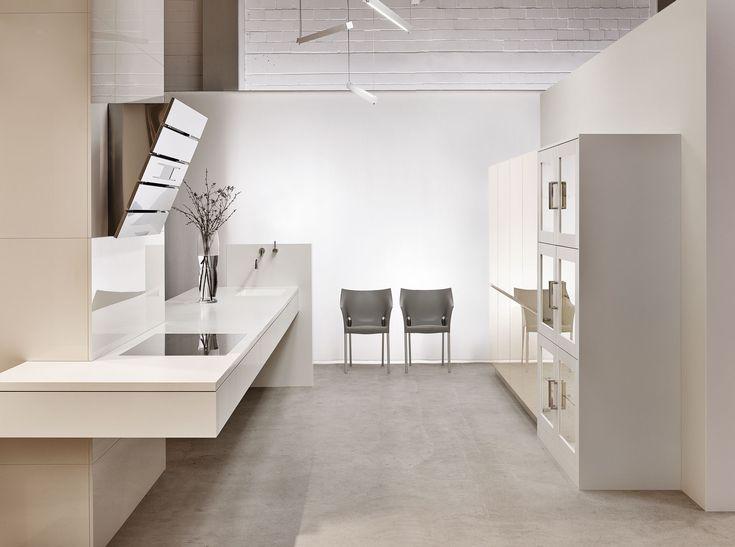 KH Küche: Premiumweiss + Hochglanz lackiert Magnolie/ KH kitchen: premium white + high-gloss lacquered magnolia