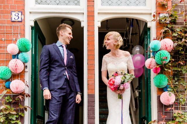 #real #wedding #bruiloft #groom #bruidegom #bride #bruid #bruidspaar #weddingdress #trouwjurk #casual #festival | Trouwen in Het Gasfornuis in Groningen | ThePerfectWedding.nl