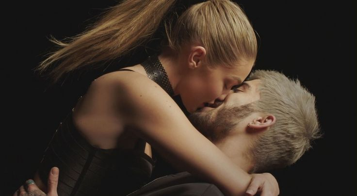 Sparks fly as Zayn Malik and Gigi Hadid shared a hot kiss in his new music video 'Pillowtalk'! - http://www.becauseiamfabulous.com/2016/01/29/3186773/