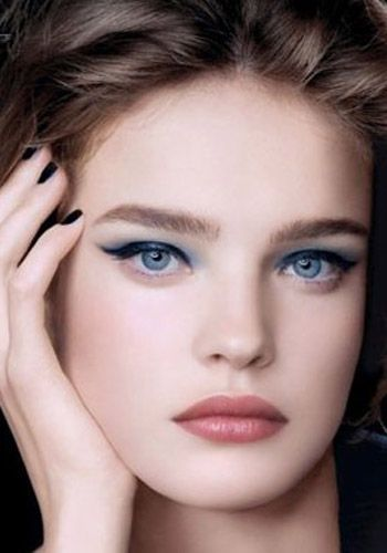 Perfect Cute Eye Makeup Ideas for Blue Eyes >> http://cutemakeupideass.com/eye-makeup/eye-makeup-ideas-for-blue-eyes/