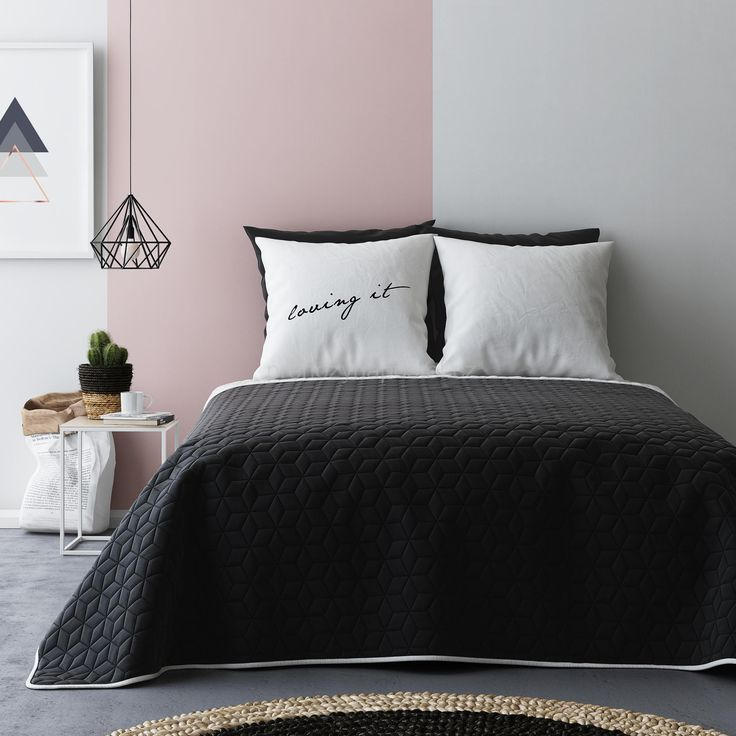 Černo bílé oboustranné plédy na postel s květinkovým vzorem