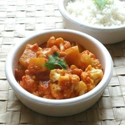 Gobi Aloo (Indian Style Cauliflower with Potatoes) ~ personal touch:  culantro instead of cilantro and fresh grated ginger instead of ginger paste.  Delicioso!