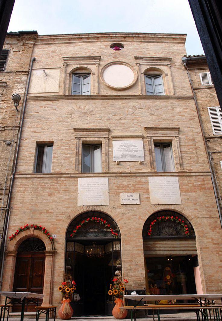 Palazzo Fabiani.  Antico Palazzo Comunale progettato e costruito nel XVI sec.
