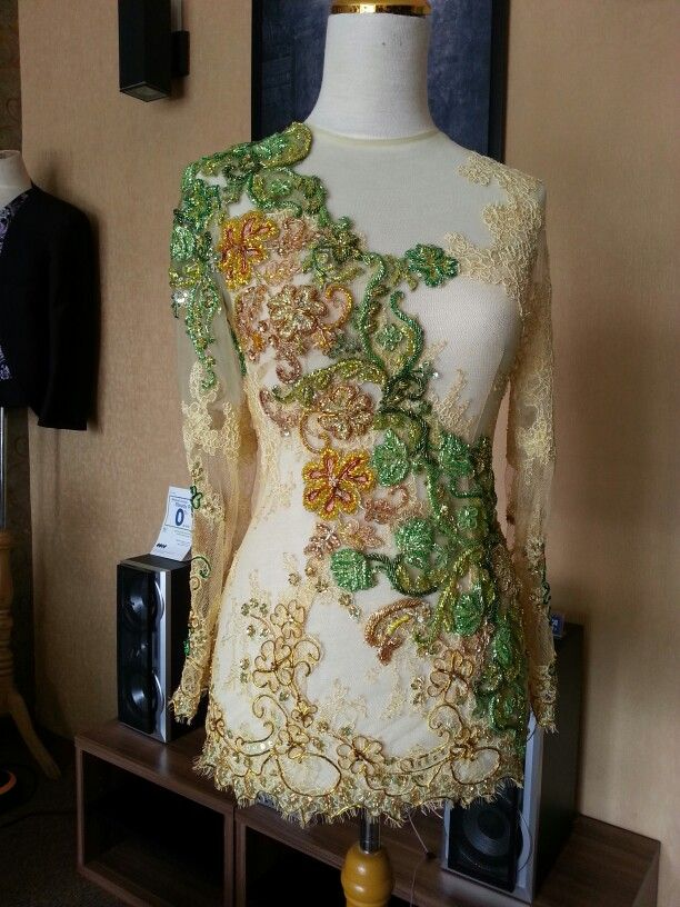 Kebaya modifikasi yellow gold green by.Nai Tobing