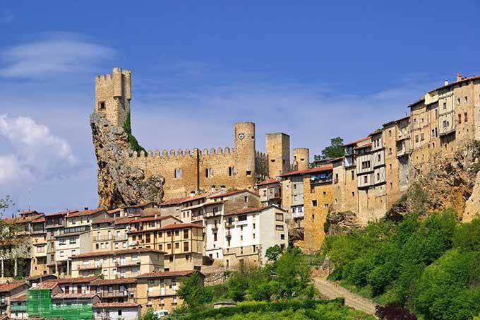 Frías, Castilla y León. Los 17 pueblos más bonitos de España | Skyscanner