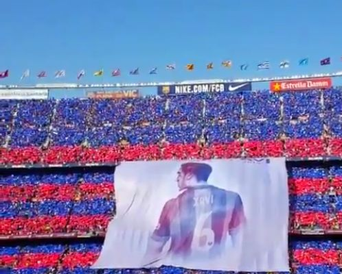 # 6graciesXavi With this greeting, and a choreography creepy, the Camp Nou he wanted to greet his champion, in the last blaugrana