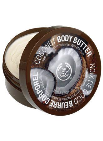 Kokosowe masło do ciała do skóry normalnej i suchej. Zawiera masło shea, masło kakaowe oraz olejek kokosowy. Masło shea zawiera witaminy A, E i F, chroni, odżywia i zmiękcza skórę. Masło kakaowe nawilża skórę i pozostawia ją miękką i jedwabiście gładką. Olejek kokosowy ma właściwości zmiękczające. Cena masełka 90 zł.