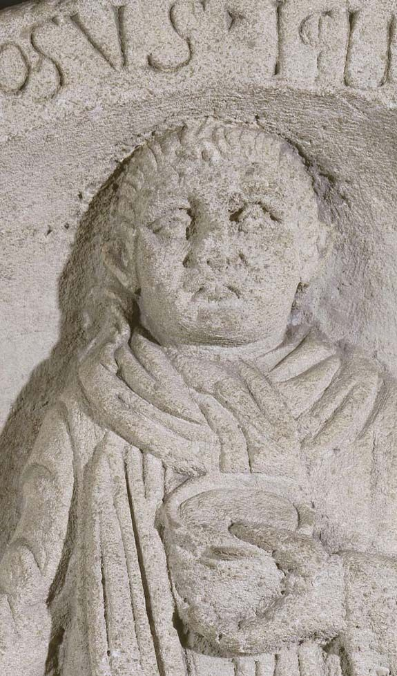 Stèle funéraire d'Apinosus Iclius. Entrains (Nièvre). IIe s. ap. J.-C. ?