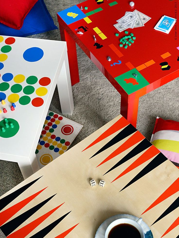 <p><strong>Vissa brädspel är så grafiskt snygga att de passar bättre att vara framme än att ligga gömda i en låda. Idag ger jag IKEA klassikern LACK en ny funktion! Varför inte föreviga favoritspelen och göra dem till en del av inredningen?</strong></p>