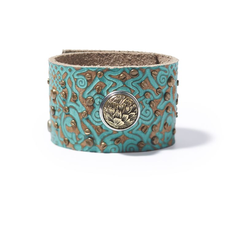 The Patterns cuff by NOOSA-Amsterdam is made from 100% naturally tanned leather. Each design is painted by hand and slightly antiqued.