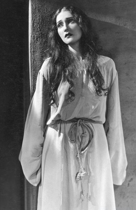 wehadfacesthen:  Zofia Grabowska as the biblical Rachel in a Polish theatrical production, 1937