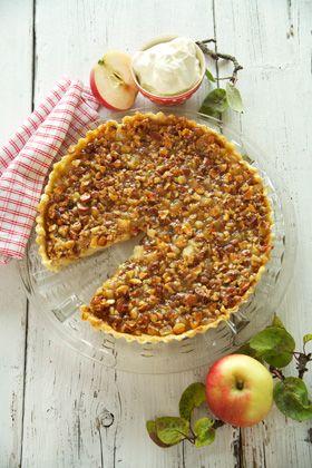Annas æbletærte Det søde med det sure – blandingen af æbler og toscaglasuren giver en utrolig lækker smag
