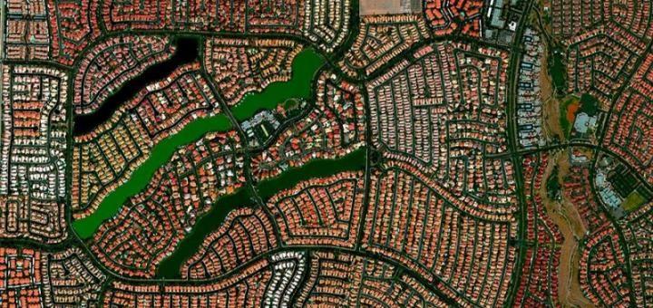 Цивилизация паразитов http://kleinburd.ru/news/civilizaciya-parazitov/  Знаете, что это такое на фото? Это пригород Лас-Вегаса, штат Невада, США — вид сверху с самолета. Вот эти вот маленькие разноцветные прямоугольнички — это индивидуальные коттеджи, частные дома. Оцените плотность застройки, и как в этом можно жить. Собственно говоря, такой подход для США довольно типичен. А как еще удешевить коммуникации (всякие там водопроводы и […]