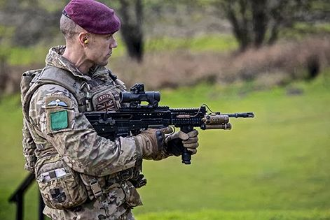 A British Army Para from the 3rd Parachute Regiment (3 PARA).
