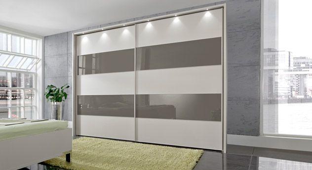 Modischer Kleiderschrank im jugendlichen Stil. Helle Grundfarbe kombiniert mit grauen Streifen aus Glas. | Betten.de #kleiderschrank #schwebetueren #modern #jugendlich #praktisch http://www.betten.de/schwebetueren-kleiderschrank-champagner-dekor-glas-baria.html