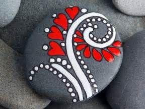 Top 16 Beauty Rock Painting Designs – Easy & Realistic DIY Art Decor ...