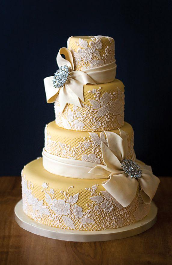 torta nuziale gialla con decorazione effetto pizzo yellow