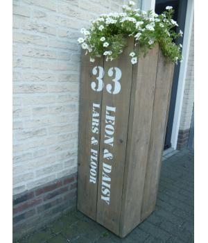 als er wat hout over is....leuke bloembak met huisnummer en namen er op.