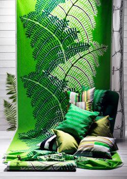 Collage aus Meterware, Kissen und Gardinen in Grün, u. a. STOCKHOLM Meterware Farn/grün