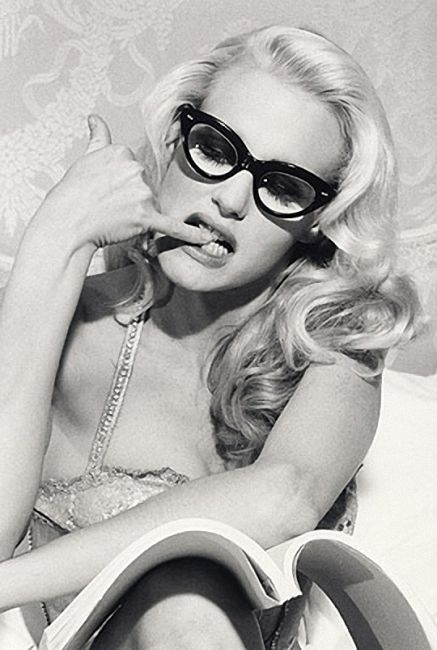 Daryl Hannah (1960) - American film actress. Photo by Bettina Rheims...April in Amsterdam loves it!