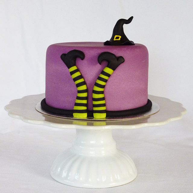 Witch cake by Mina Magiska Bakverk (My Magical Pastries), via Flickr