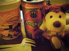 オマケ:名物のアンコールビール   普段ビールは飲まないのですが、せっかくなのでマーケットで売ってたカップラーメンと一緒に夜食ー  ちょっと変わったお味のMee(←予想以上に美味しかった)とアンコールビールの組み合わせが絶妙でした(^(ェ)^)    旅はやっぱりイイですねー☆