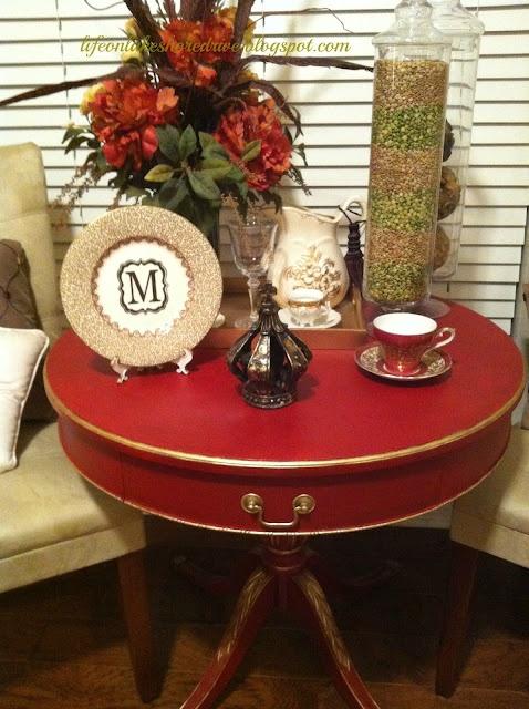 Envie de prendre le thé sur une jolie table dans des tons rouges ...