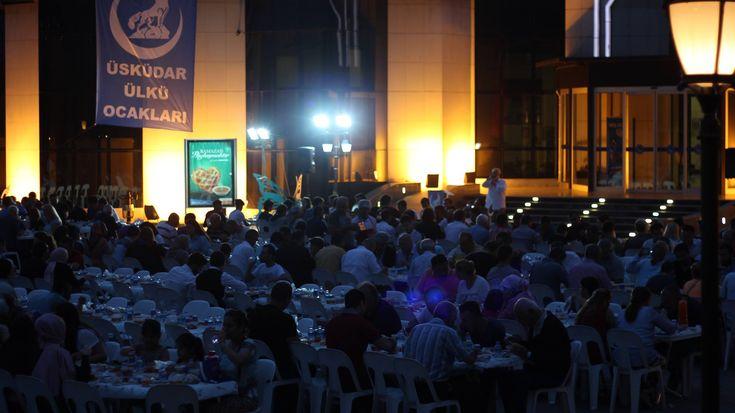 Üsküdar Ülkü Ocakları'ndan Açık Hava İftarı | Haberhan Siyasi Güncel Haber Sitesi