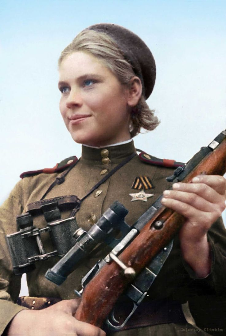 Shanina in 1944, holding a 1891/30 Mosin–Nagant with the 3.5x PU scope. (Colorized photo).