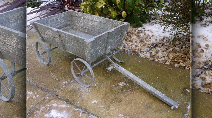 Chariot jardinière sur roues