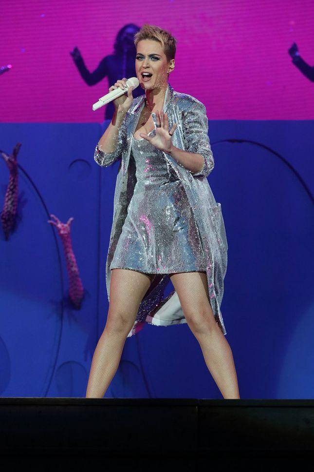 Кэти Перри в Walk of Shame на фестивале BBC Radio 1 в Восточном Йоркшире