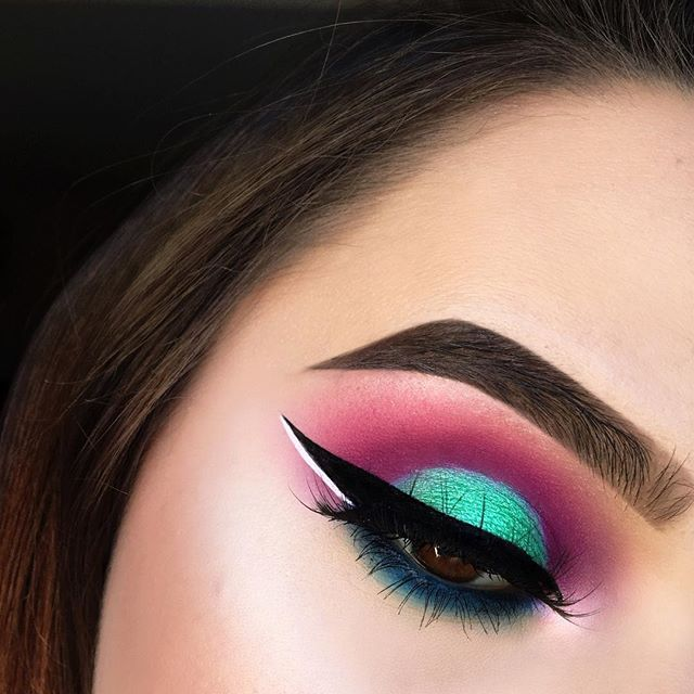This was one of those looks where I had zero idea what I was gonna do and just went with it and it came out pretty cool ☺️ DETAILS: @morphebrushes 35B and @juviasplace Masquerade palette, @sigmabeauty Wicked Gel Liner, @nyxcosmetics White Liquid Liner, @anastasiabeverlyhills Dipbrow in Chocolate, @beccacosmetics Opal highlight
