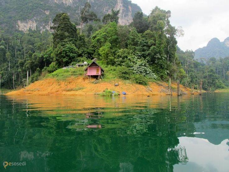 Национальный парк Кхао Сок – #Таиланд #Сураттани (#TH_84) А этот национальный парк с большой вероятностью отлично знаком любителям отдыха в Тайланде. Кхао Сок - это старейший тропический лес на планете с богатейшей флорой и фауной, живописные горы, реки и озера!  #достопримечательности #путешествия #туризм http://ru.esosedi.org/TH/84/1000057004/natsionalnyiy_park_khao_sok/
