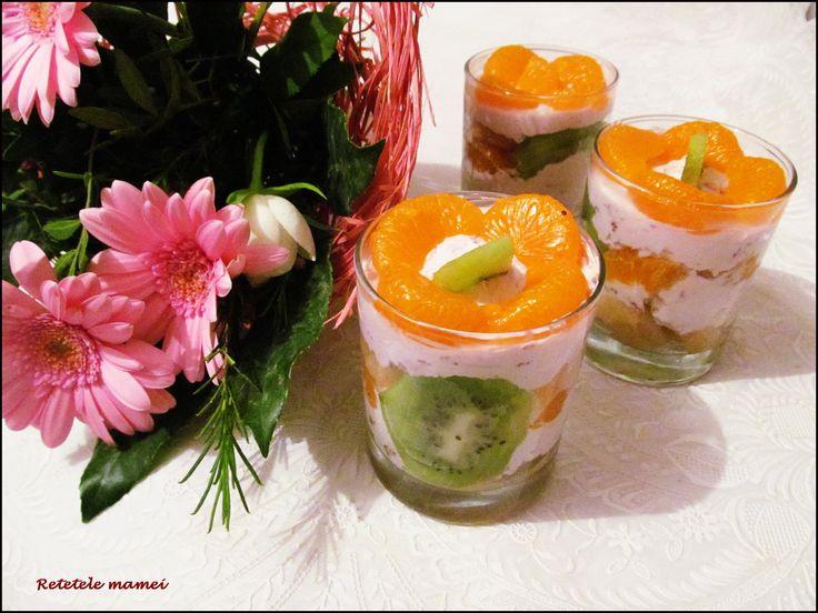 Cheesecake la pahar cu fructe exotice