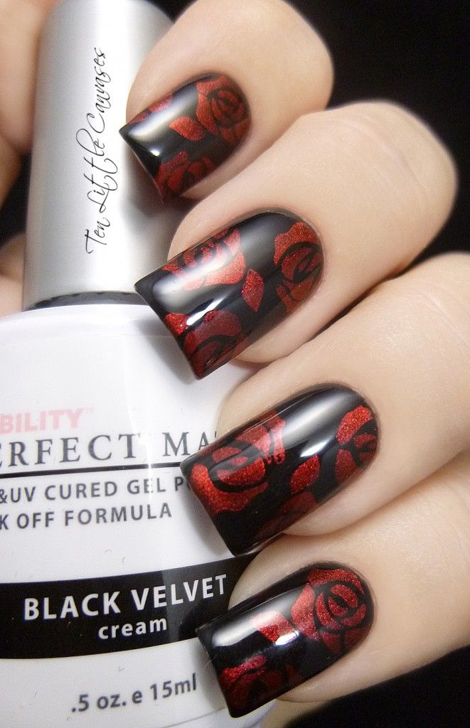 Weekly Mani: Black with Red Roses | Ten Little Canvases