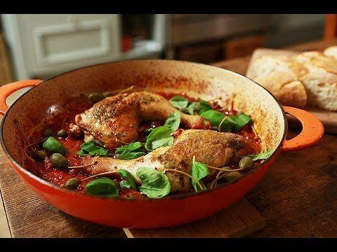 Итальянская кухня. Куриные окорочка, запеченные в духовке с томатным соусом, чесноком и розмарином - итальянский взгляд на привычное блюдо!