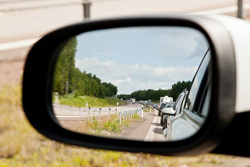 Stockphotosbank: Traffic jam on the highway, view from within a mirror