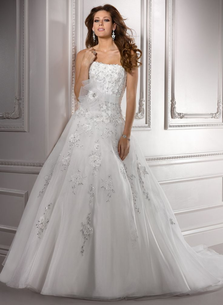 Gorgeous Princess Strapless Chapel Train Organza Wedding Dress with Beaded Appliques(WD0648)