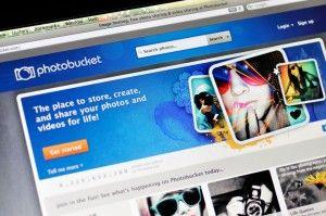 Για ανάπτυξη της κακόβουλης εφαρμογής PhotoFucket , που υποκλέπτει δεδομένα χρηστών και φωτογραφίες από τη δημοφιλή ιστοσελίδα φιλοξενίας φωτογραφιών Photobucket κατηγορούνται δύο Αμερικανοί – ο ένας εκ των οποίων ελληνικής καταγωγής http://www.safer-internet.gr/greek-hacker-arrest-photofucket/