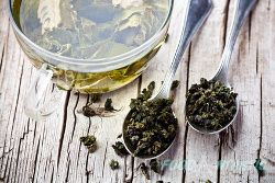 Recent research supports the use of green tea in treating patients with peptic ulcers, most importantly, ulcers caused due to H. Pylori bacterial infection. It is interesting to note that 60-90% of the stomach ulcers are due to H. Pylori.