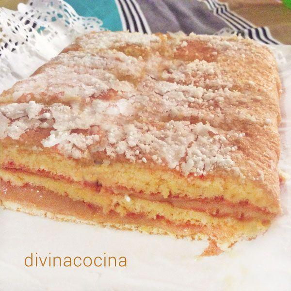 Esta tarta de dulce de leche se compone de un bizcocho sencillo con dulce de leche incorporado y un relleno del propio dulce.