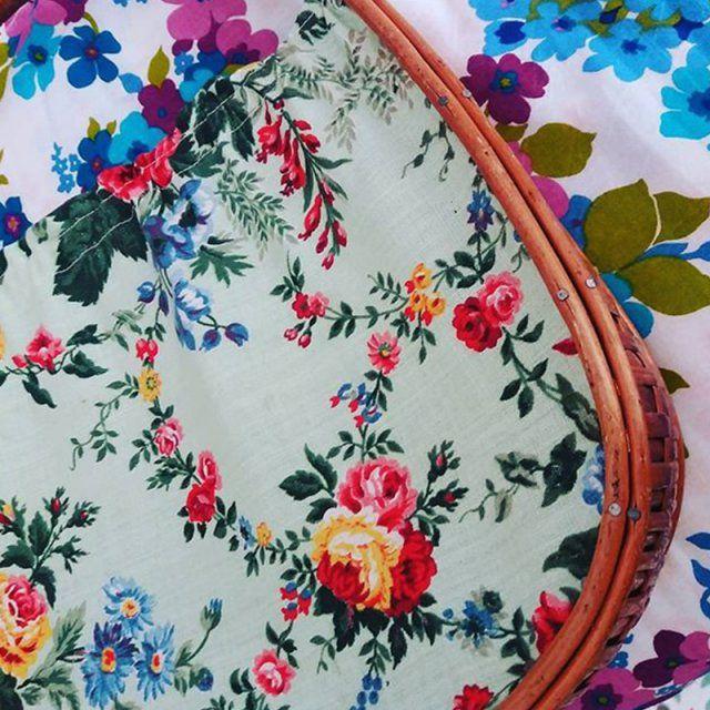 tissus vintage nos bonnes adresses couture sewing pinterest pommes papier peint mural. Black Bedroom Furniture Sets. Home Design Ideas