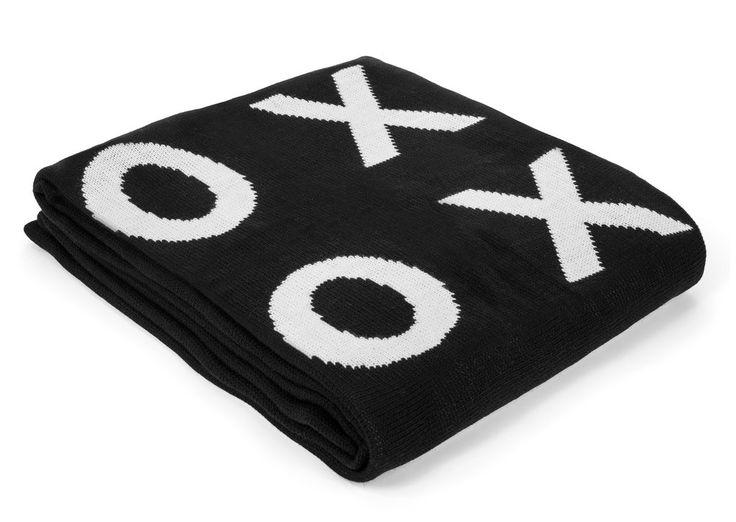 Large reversible xoxo blanket