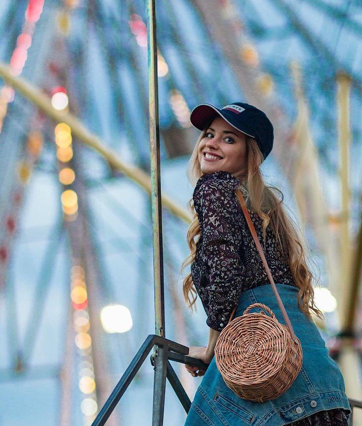 """Uśmiech na dobranoc! Fot. @kubabrencz #style #smile #happy #basketbag #denim #dress #ootd #outfit Łapcie rabat 30% na kolekcje @ao_american_outlet hasło """"AUTUMNSALE"""""""
