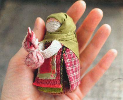 Кукла-оберег `Подорожница`. Маленькая куколка-оберег для тех,кто много и часто…