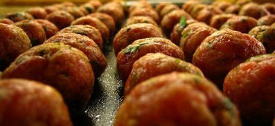 Αγαπημένα κεφτεδάκια με καρότο και μυρωδικά στο φούρνο